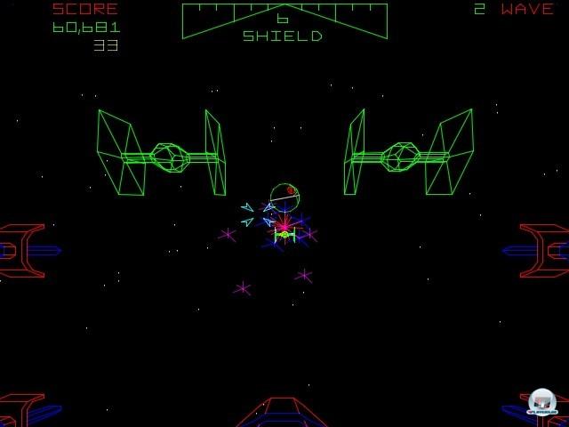 <b>Star Wars</b> <br><br>  Schlicht und einfach Star Wars nannte Atari im gleichen Jahr ihre gelungene Spielhallen-Umsetzung der Space-Opera. Die Mission konzentriert sich auf die Schlacht um den Todesstern - auch gegen  Darth Vader und seine Tie-Fighter geht es zur Sache. Anders als in Blaster bestanden die Kulissen hier aus klassischen Vektor-Linien.
