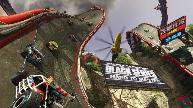 Trackmania Turbo trotzt der Schwerkraft: Loopings und andere Stunts folgen dicht aufeinander.