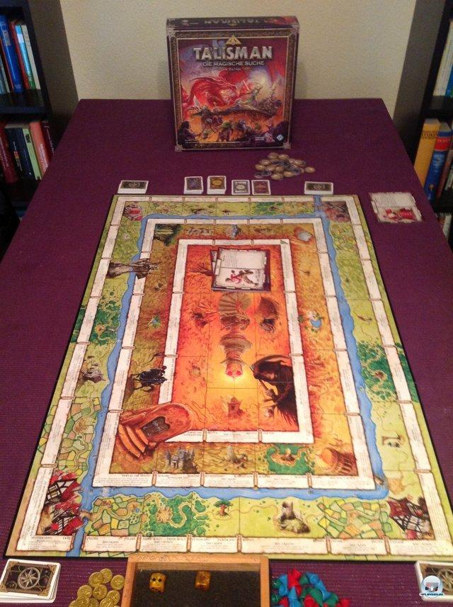 Talisman ruft nach einem großen Tisch: Gerade vor den Charakterkarten sammelt sich mit Rüstungen, Waffen, Zaubern und Begleitern so einiges an.