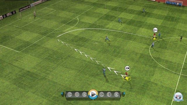 Eine gute Idee: Im Spiel kann man wie in PES auf Wii Lauf- und Passweg vorgeben.