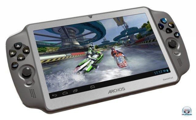 <b>Archos GamePad</b><br><br> Mit dem für 149 Euro erhältlichen Gamepad will Tablet-Hersteller Archos 3DS und Vita angreifen. Als Betriebssystem dient Android 4.1, seitlich sind zwei Analogsticks und einen Satz Knöpfe eingebaut. Wenn sie vom Spiel nicht unterstützt werden, hilft das Mapping-Tool weiter: Einfach die Knöpfe bestimmten Touchscreen-Bereichen zuordnen und schon soll sich fast jedes Android-Spiel mit Sticks und Buttons spielen lassen. Mit einem Zweikern-Prozessor (Cortex A9) und der Vierkern-GPU Mali 400 MP liegen die Grafikfähigkeiten leicht unter denen der PS Vita. Das Multitouch-Display hat eine Auflösung von 1024 x 600 Pixeln. 92438022