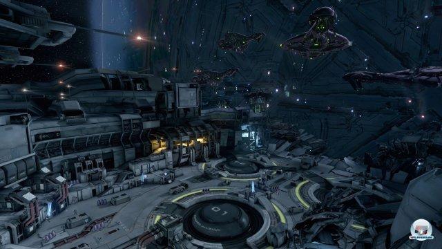 Nachdem der Master Chief und Cortana unsanft von der Allianz aus dem Raumschiff befördert werden, erforschen sie den Planeten Reqieum.