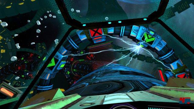 Gesteuert wird ganz klassisch im Sitzen mit dem Controller. Umschauen kann man sich jederzeit mit dem VR-Headset.