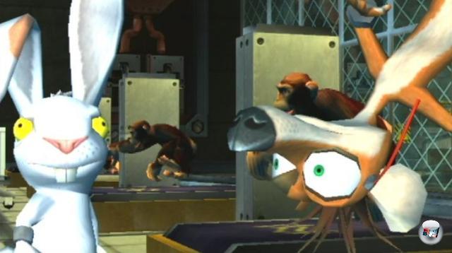 <b>Whiplash (Crystal Dynamics, 2004)</b><br><br>Seid ihr schon einmal in die Rolle eines unter Strom stehenden Wiesels geschlüpft, um zusammen mit einem cholerischen Karnickel als unfreiwilliger Waffe ein Genlabor zu sabotieren, das mittels Tierversuchen Produkte wie Hühnerkanonen, Fettmatratzen, Hamsterkatapulte oder Do-it-yourself-OP-Stühle entwickelt? Nein? Echt nicht? Merkwürdig. Solltet ihr mal versucht haben. Dann trefft ihr nämlich auf das geschwätzige, klugscheißende Langohr Redmond, das von seinem cholerischen Kumpel Spanx als an einer Kette baumelnde Peitsche zweckentfremdet wird. Bizarr. 1936343