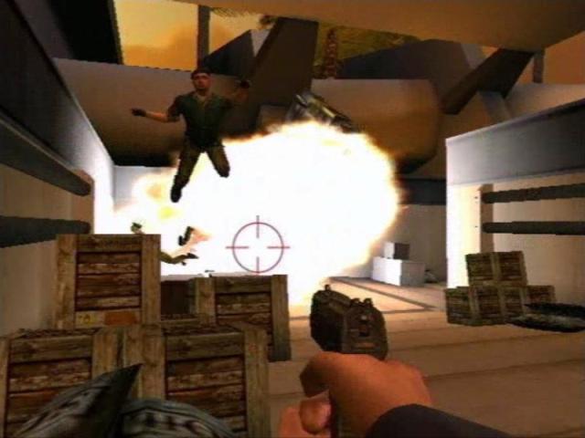 007: Agent Under Fire - 2001 - Xbox, PS2, GameCube<br><br>Danach übernahm Electronic Arts für ziemlich genau zehn Jahre das Ruder - jedenfalls rechtlich gesehen. Mal entwickelte man die Agentenaction wie für Agent Under Fire im eigenen Haus, mal musste Eurocom ran (007: Nightfire), mal Savage Entertainment (Rogue Agent), mal half Rebellion auf PSP aus (Liebesgrüße aus Moskau). Das Besondere an den EA-Titeln war die Tatsache, dass sie meist ohne Film auskamen. Sowohl Agent Under Fire als auch Rogue Agent, 007: Everything or Nothing oder Nightfire waren eigenständige Abenteuer - und haben tatsächlich zumindest ansprechend unterhalten. 2173963