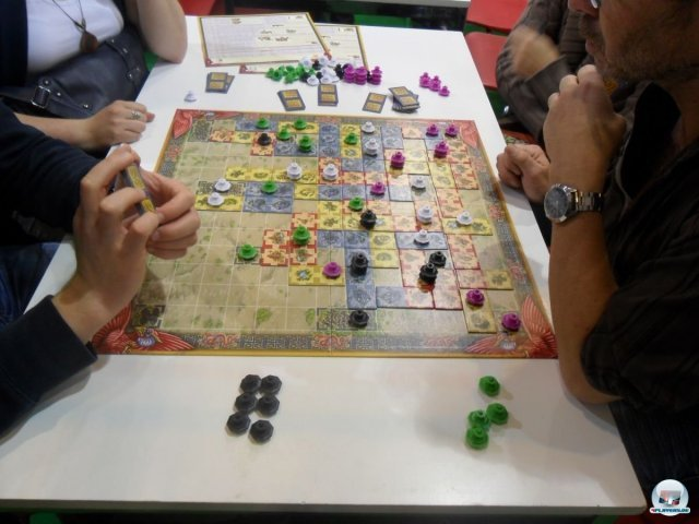 Schon auf der Spielemesse in Essen hat die Legetaktik von Reiner Knizia neugierig gemacht.