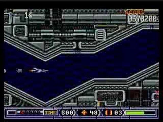 Turrican 2 <br><br>  Eigentlich wirkt Turrican 2 etwas deplatziert. Was hat ein Jump'n'Shoot in einer Bilderserie verloren, bei der es um Geschwindigkeit geht? Doch spätestens, wenn man in der letzten Raumschiff-Sequenz ankommt, stellt sich die Frage nicht mehr: Nach und nach schaltet das Scrolling einen Gang höher während man mit blitzschnellen Reflexen sein Schiff vor der Berührung mit der Wand bewahren muss.  2090143