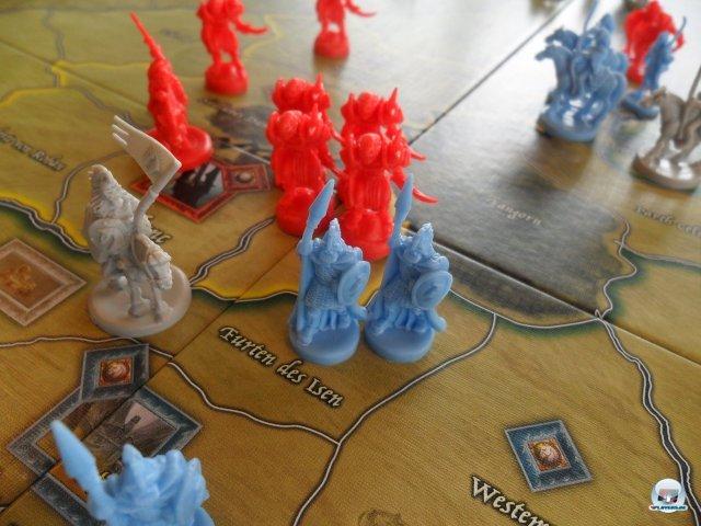 Rot gegen Blau, Sauron gegen die freien Völker: Über 200 Plastikfiguren bevölkern die Karte.