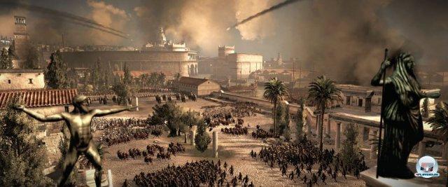 <b>Platz 3: Total War: Rome II</b><br><br>  Für den dritten Teil von Total War verspricht Creative Assembly, alles noch viel größer, hübscher und besser zu machen. Und tatsächlich: Die Dimension der in Köln präsentierten Schlacht und die raffinierten Ereignisse wirkten bereits atemberaubend - vor allem durch die Kombination aus See- und Landgefechten vor traumhafter Kulisse. 2391582
