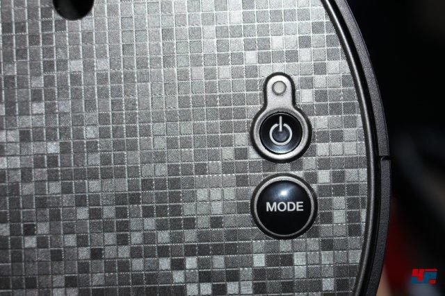 Praktisch: Per Knopf schaltet man zwischen der Verwendung an Konsole oder PC um.