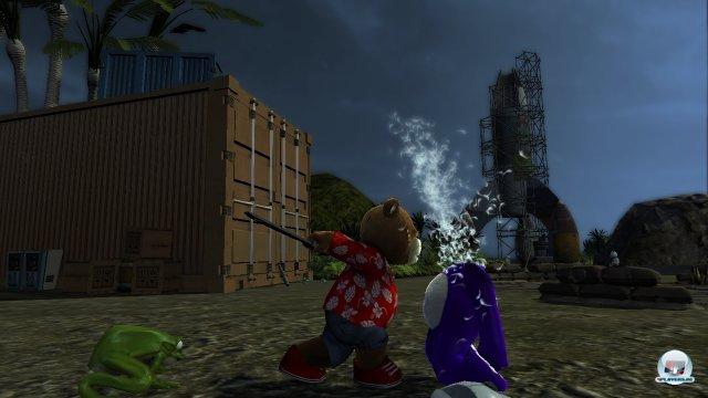 Wieder ist Naughty ein Teddy zum Opfer gefallen und wurde entplüscht.