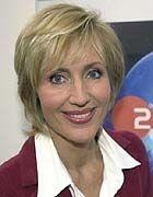 ...einer Nachrichtensprecherin, die ihrem Sohn in einem Akt barbarischer Grausamkeit die PS2 wegnimmt,... 109843