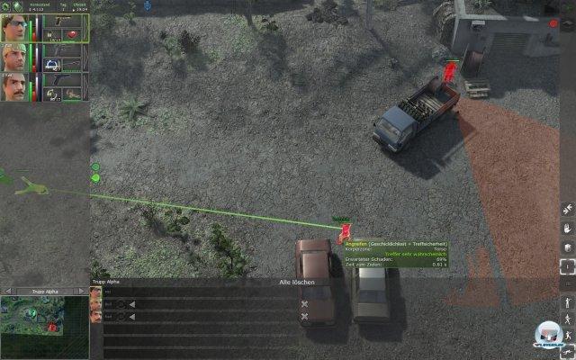 """Im Pause-Modus ist der """"Sichtkegel"""" (rot) eingezeichnet. Und obwohl der Feind auf der rechten Seite keinen meiner Söldner direkt sieht, wird der Krach der Schusswaffen ihn irgendwie auf meine Leute aufmerksam machen."""