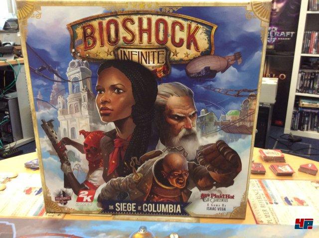 """""""Bioshock Infinite: The Siege of Columbia"""" ist bisher nur auf Englisch erschienen. Eine deutsche Version kommt Ende des Jahres über den Heidelberger Spielverlag."""