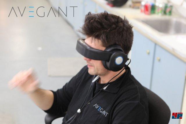 <b>Avegant Glyph</b><br><br> Das Avegant Glyph überholt die Science Fiction: In diesem Headset wird der Lichtstrahl einer LED von vielen winzigen Spiegeln direkt auf die Netzhaut projiziert - genau wie im Cyberpunk-Roman