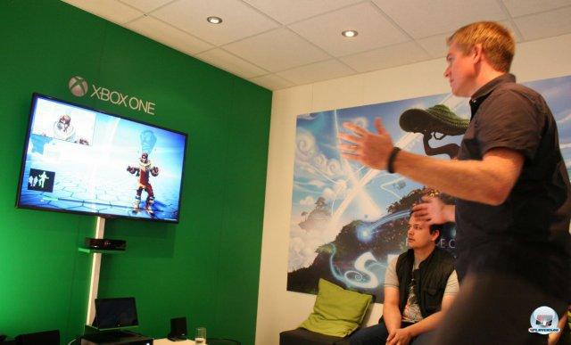 Auf der Xbox One hilft der Kinect Sensor, Posen und Sprachsamples zu erfassen.