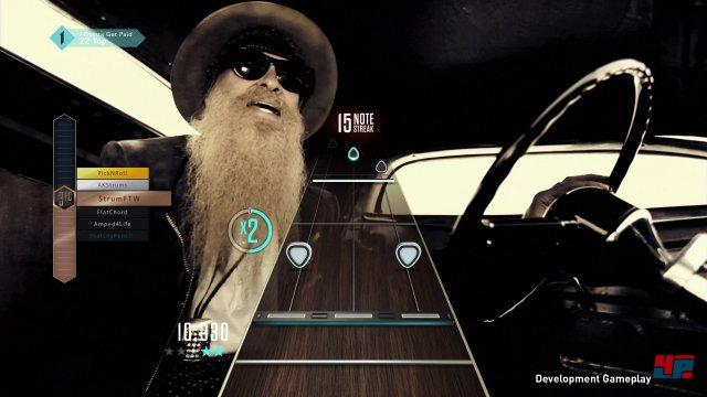 SingStar lässt grüßen: In den Live-Kanälen und Shows laufen die Original-Musikvideos im Hintergrund.