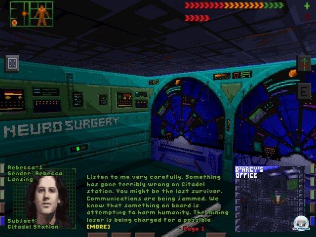 <b>System Shock (PC, 1994)</b><br><br> System Shock legte im Jahr 1994 den Grundstein: Der Genremix bereicherte den Egoshooter mit Rollenspiel-Elementen. In den Einstellungen ließ sich sogar festlegen, wie sehr man sich auf die Action oder das Aufmotzen der Figur mit Bio-Implantaten konzentrieren wollte. Warren Spector und sein Team bei Looking Glass legten großen Wert auf eine umfangreiche Geschichte - im Gegensatz zu Doom und anderen frühen Shootern. Vertrieben wurde das Spiel von Origin. Ein Highlight war die dichte Atmosphäre... 92457896