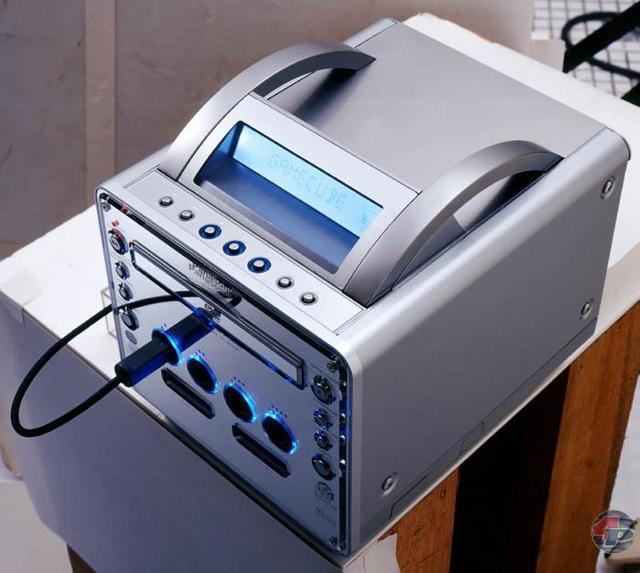 Wird der Controller eingesteckt, leuchtet die Verbindung in einem kühlen Blau. Bei DVD-Playback kann man diese Option aber auch einschalten.