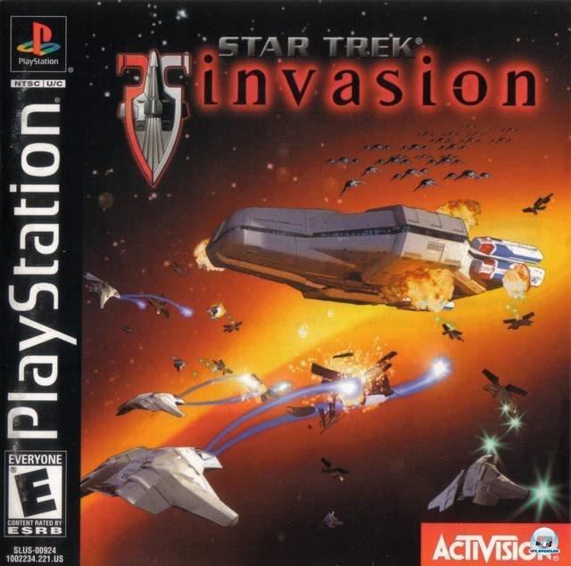 <b> Star Trek: Invasion (2000, Warthog) </b> <br> <br>  Auf der PSone schwang man sich im Jahr 2000, völlig Star-Trek-untypisch, in das Cockpit verschiedener Jäger (!), um in der Weltraum-Kampfsimulation Invasion Cardassianer, Klingonen, Borg und die neuen Kam'Jahtae unschädlich zu machen. Die unabhängige Storyline, angesiedelt im späten Dominion-Krieg, beinhaltet dabei auch Charaktere wie Worf und Picard, die in Realfilm-Sequenzen auftauchen. 92459703
