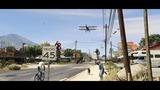 Grand Theft Auto 5: Termin-Trailer: Ein Vorgarten mit Zaun und ein Hund namens Skip